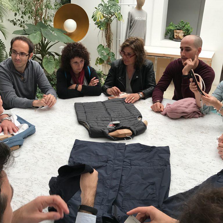 """Ecoalf -""""fabricar la primera generación de productos de moda realizados con materiales reciclados con la misma calidad, diseño y propiedades técnicas que los mejores productos no reciclados"""""""